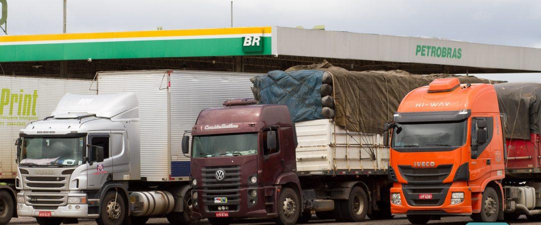 Petrobras anuncia cartão para caminhoneiro comprar diesel com preço fixo